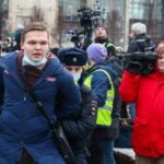 Корреспондент РИА Новости пострадала на незаконной акции в Москве