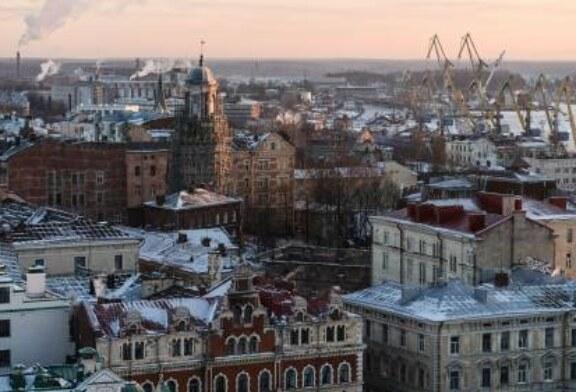 В Ленинградской области чиновникам подарили танец в бикини и перьях