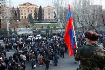 Армянский исход: Отъезд сотен тысяч человек превратит страну во вторую Абхазию