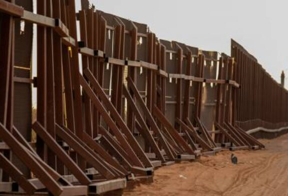 Байден прекратил финансирование строительства стены на границе с Мексикой