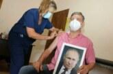 Мэр аргентинского города рассказал, почему прививался с портретом Путина