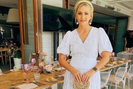 «Белое или голубое?»: Новая иллюзия с цветом платья американской журналистки озадачила пользователей Сети