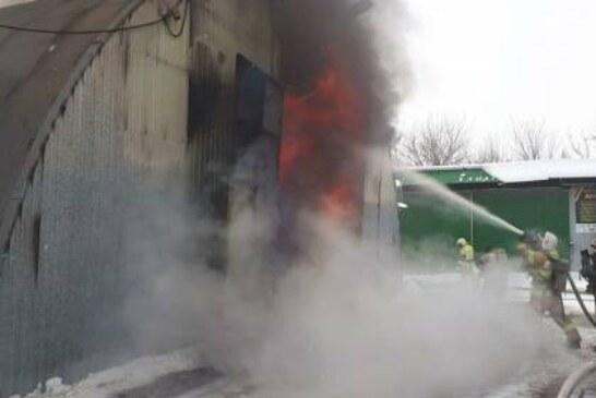 В Краснодаре полностью ликвидировали пожар на складах