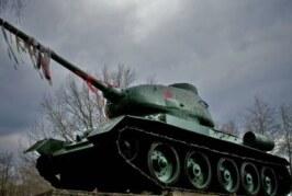 Под Нарвой вандалы осквернили памятный танк Т-34