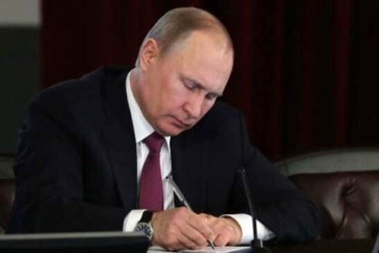 Путин подписал закон о праве ЦИК просить об удалении агитации в интернете