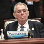 Президент Чехии Милош Земан пересел в инвалидное кресло