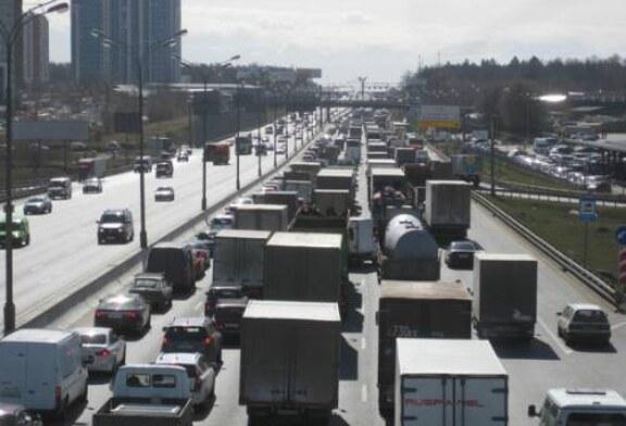 Запрет движения грузовиков по МКАД уже повлиял на магазины