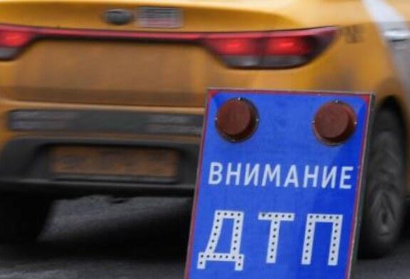 В Москве автомобиль столкнулся с трактором