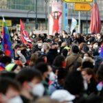 На акции в Берлине полиция применила перцовый спрей против подростка